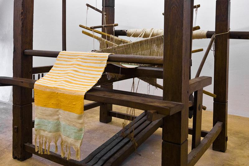 Telaio in legno per la tessitura