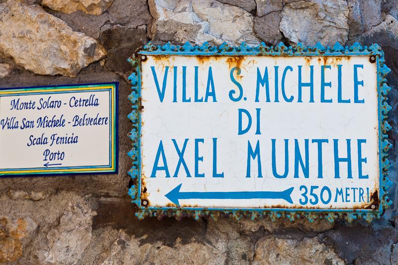 Insegna per la Villa San Michele