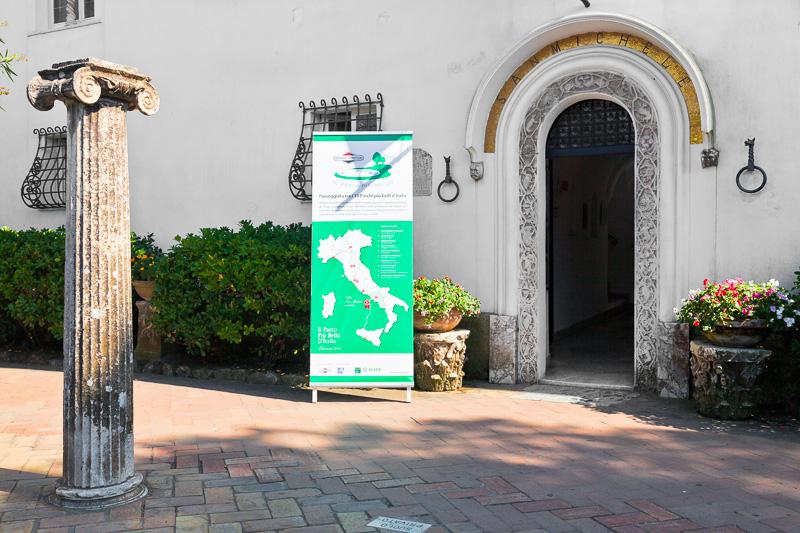 Il portone d'ingresso della Villa San Michele