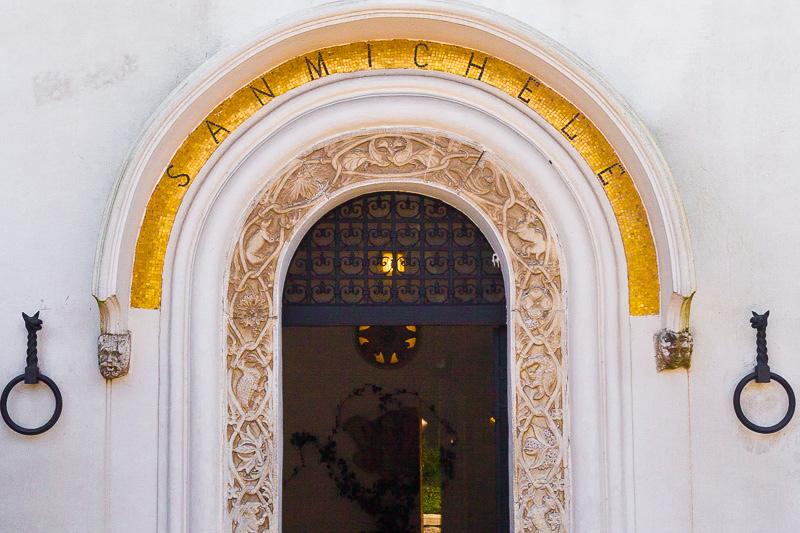 Il portone d'ingresso di Villa San Michele