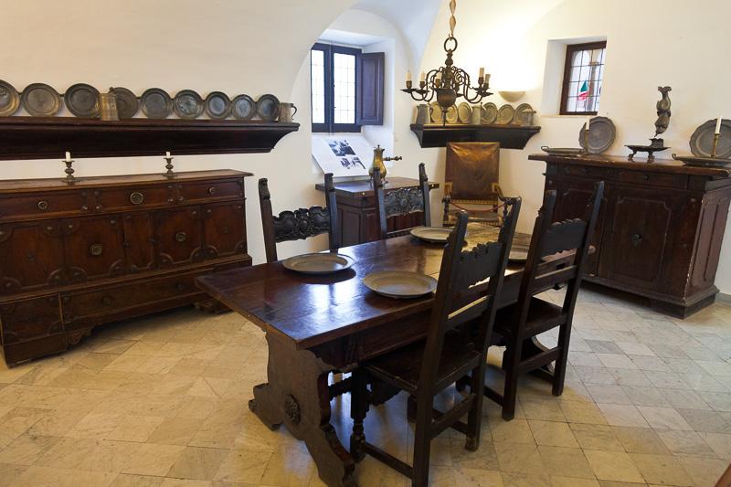 Il tavolo in legno di Villa San Michele