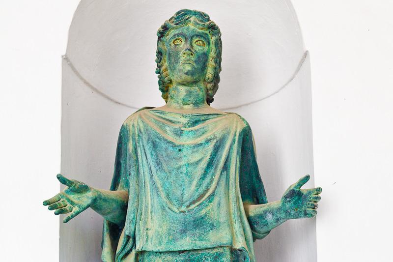 Statua femminile in bronzo