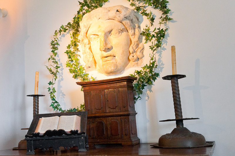 Il volto di Medusa nella Villa San Michele