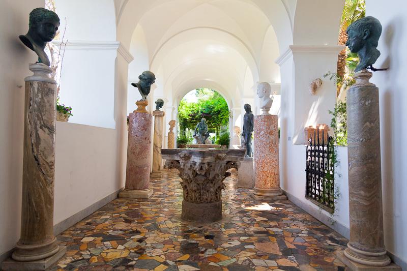 La galleria delle sculture di Villa San Michele