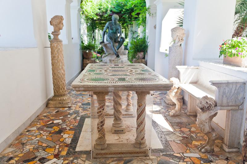 Il tavolo cosmatesco di Villa San Michele