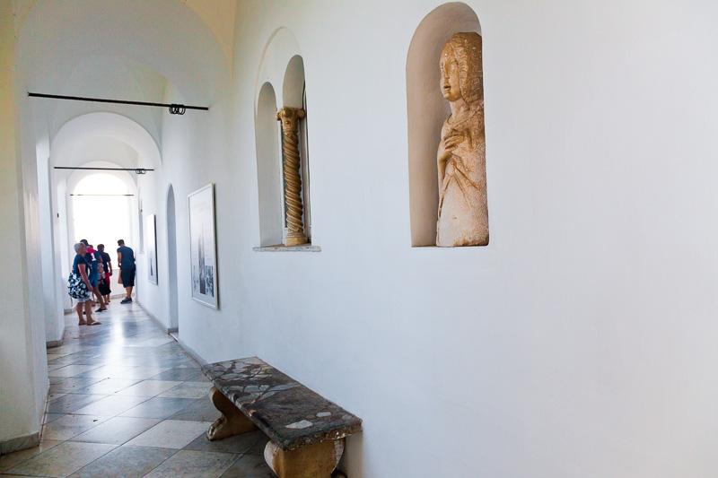Il porticato del museo di Villa San Michele