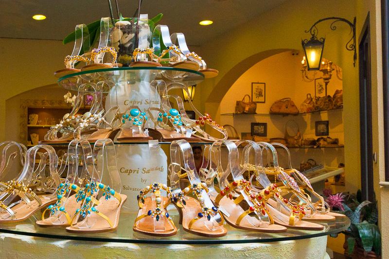 """I sandali del negozio """"Capri Sandals"""""""