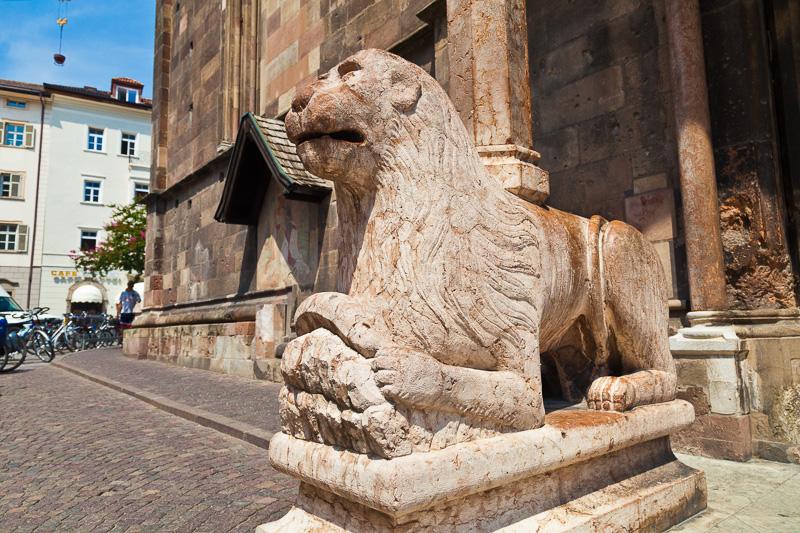 Un leone stiloforo