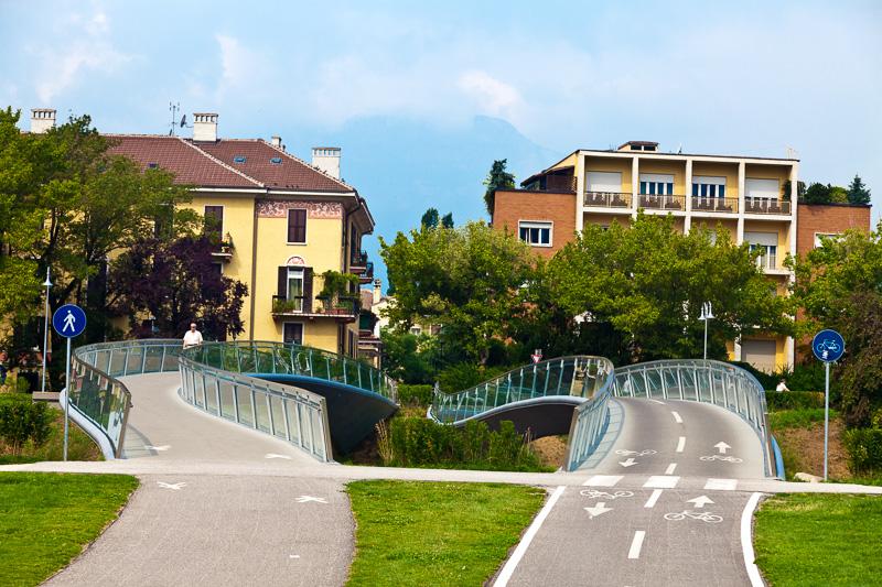 Due ponti ondeggianti