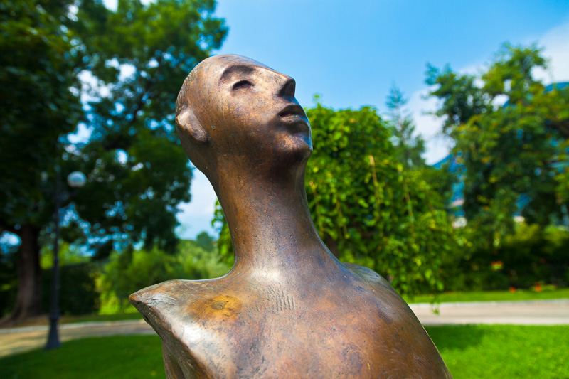 Una scultura in bronzo