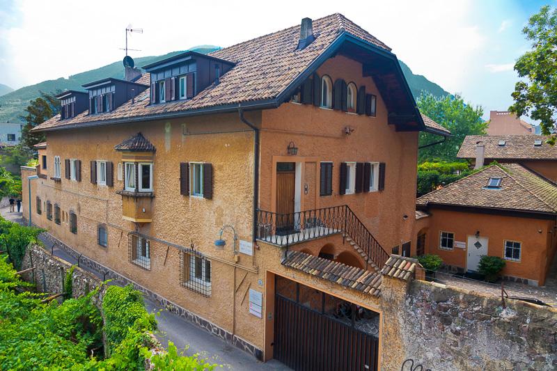 Via Castel Mareccio