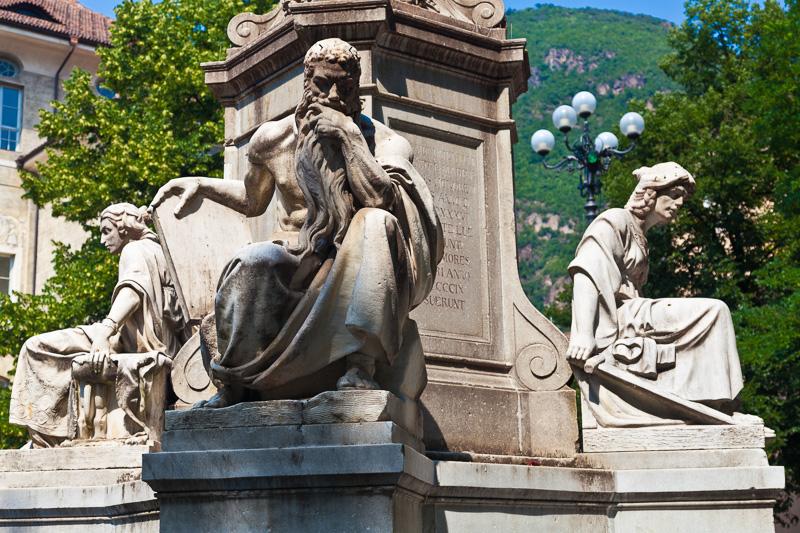 Monumento alla vergine Maria