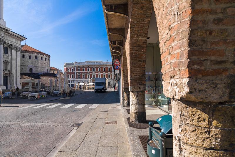 I portici di piazza Paolo VI