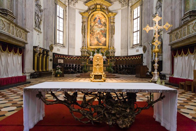 L'altare maggiore del Duomo Nuovo