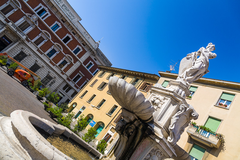 La fontana in marmo di Botticino