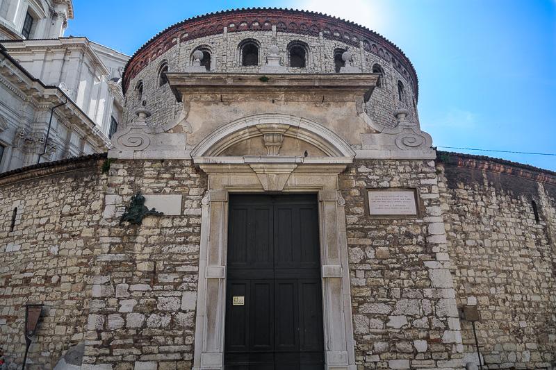 La rotonda romanica del Duomo Vecchio