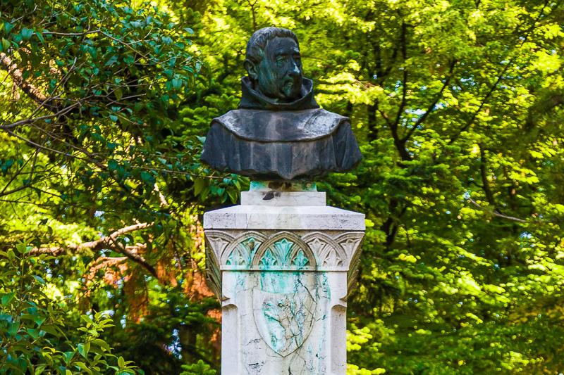 Il busto di Padre Malvestiti