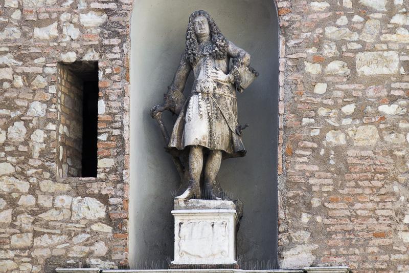 La statua di Cesare Martinengo