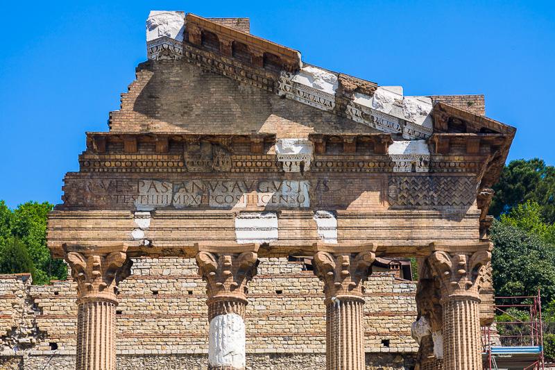 Il timpano ricostruito del Tempio Capitolino i