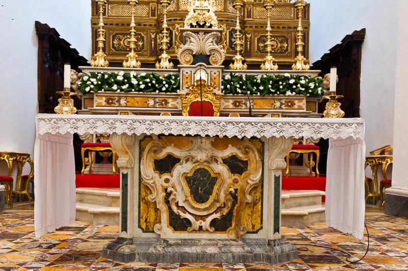 L'altare dell'ex cattedrale di Santo Stefano