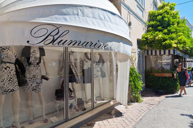 La vetrina della boutique Blumarine