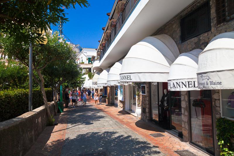 Le boutique prestigiose di via Camerelle