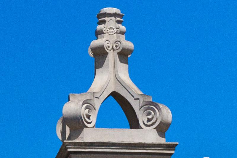 La cuspide della Torre dell'Orologio della certosa di San Giacomo