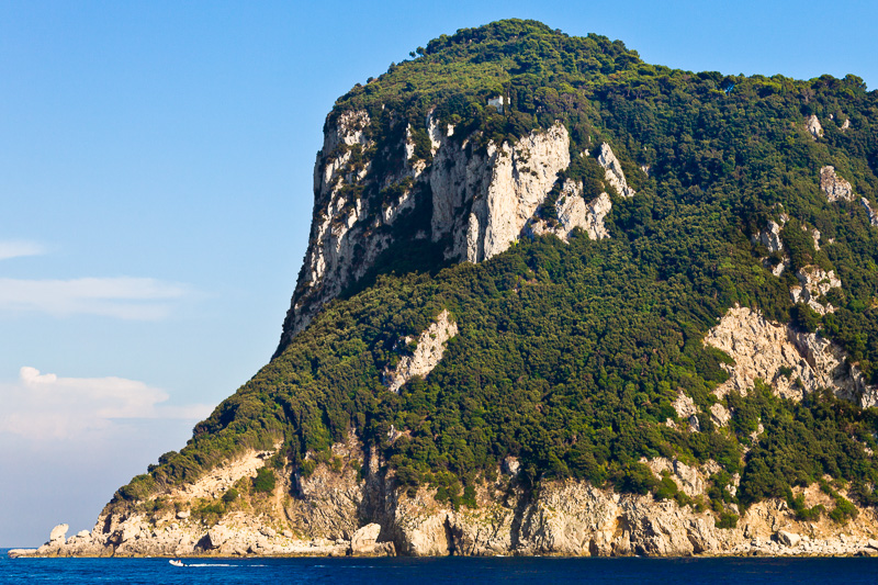 Il monte Tiberio (297 mt s.l.m.) e punta del Capo