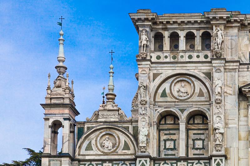 Il livello superiore della facciata della Certosa