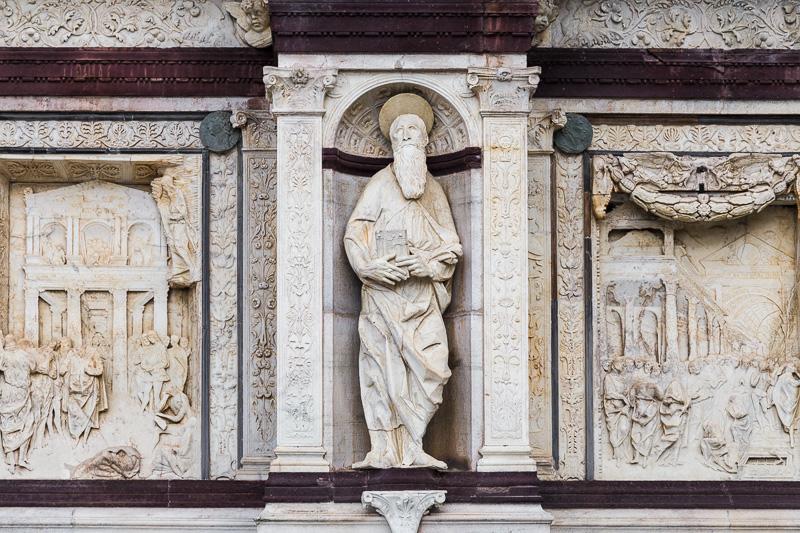 Statua di un apostolo