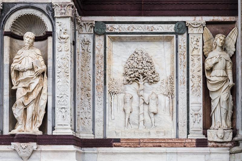 La statua di San Matteo e l'arcangelo Raffaele