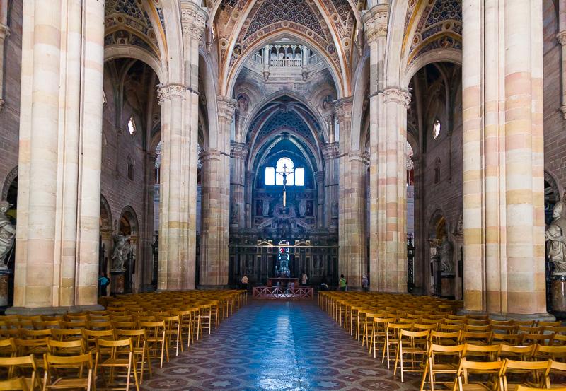 La navata centrale della Certosa delle Grazie
