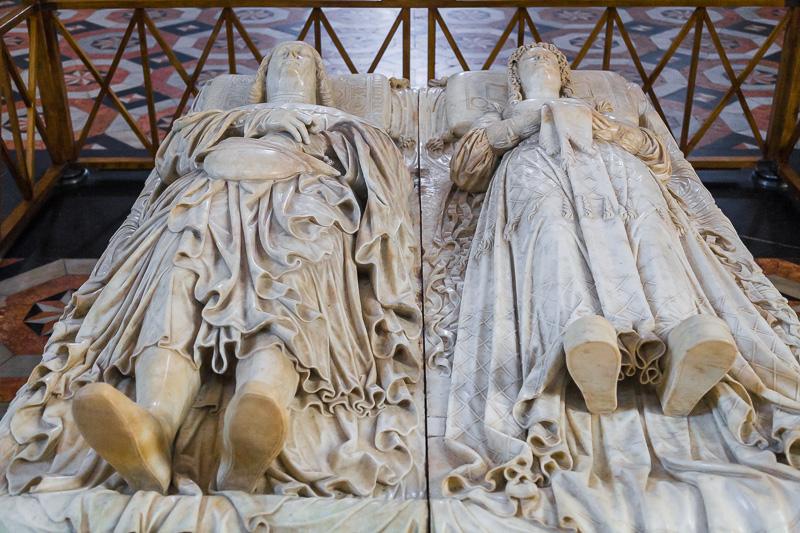 Il cenotafio con le statue di Ludovico il Moro e di sua moglie Beatrice d'Este