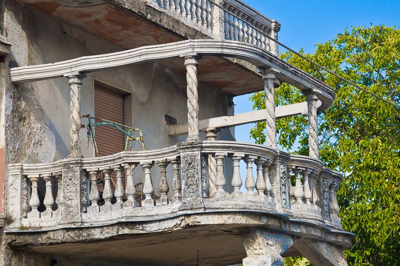 Il balcone a terrazza della casa del mago