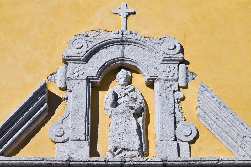 Statua in pietra di San Gennaro