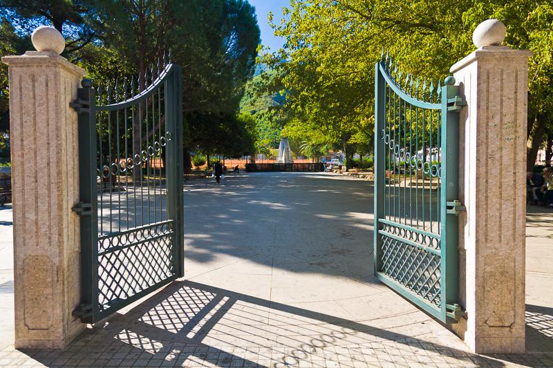Il cancello d'ingresso della villa Comunale