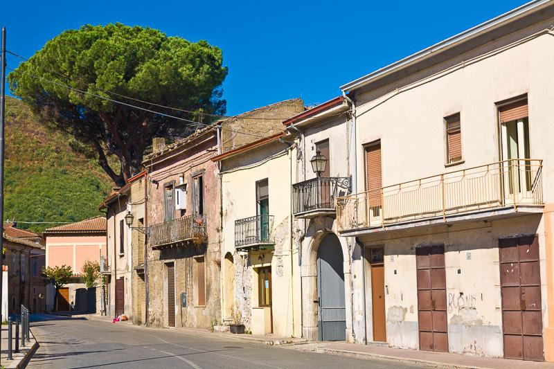 Vecchie abitazioni in corso Napoli