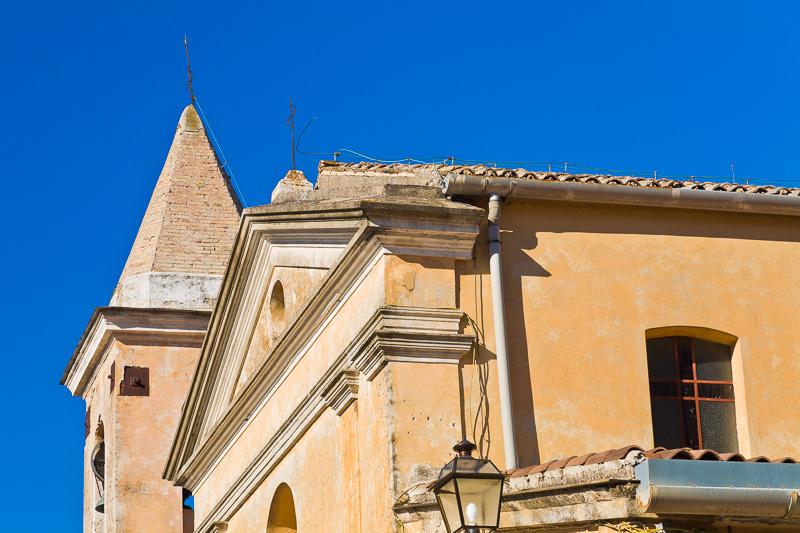 Il campanile della chiesa di San Potito