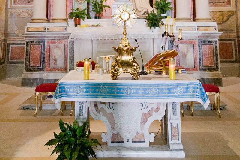 Altare della chiesa della Madonna del Carmelo