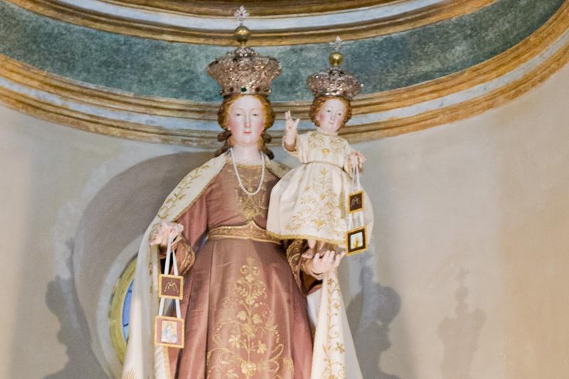 Statua della Madonna del Carmelo con bambino