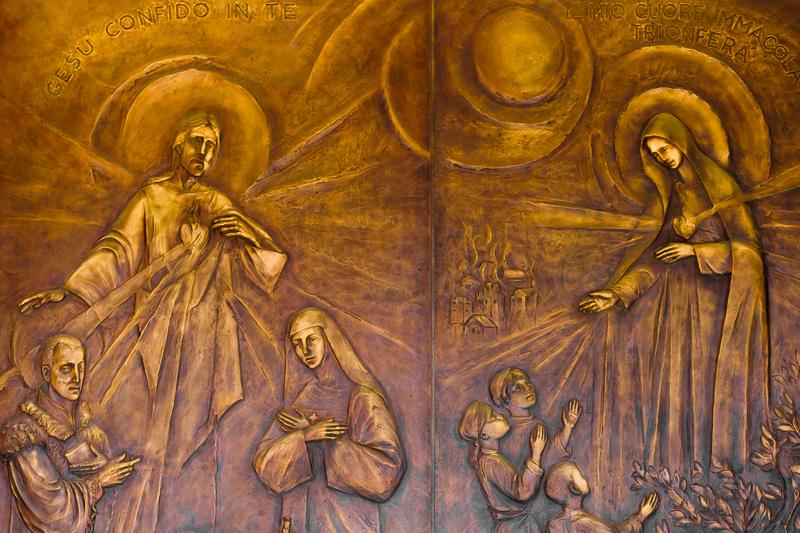 Il portale d'ingresso della nuova chiesa di San Marciano