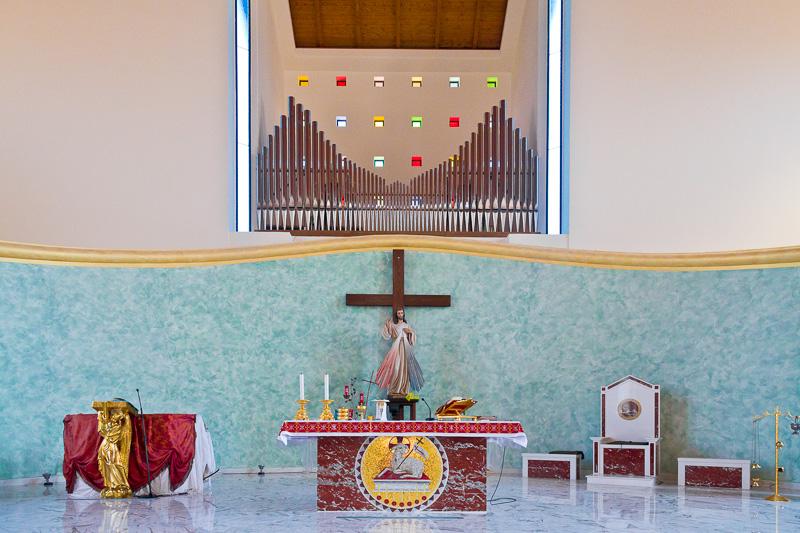 Il presbiterio della nuova chiesa di San Marciano