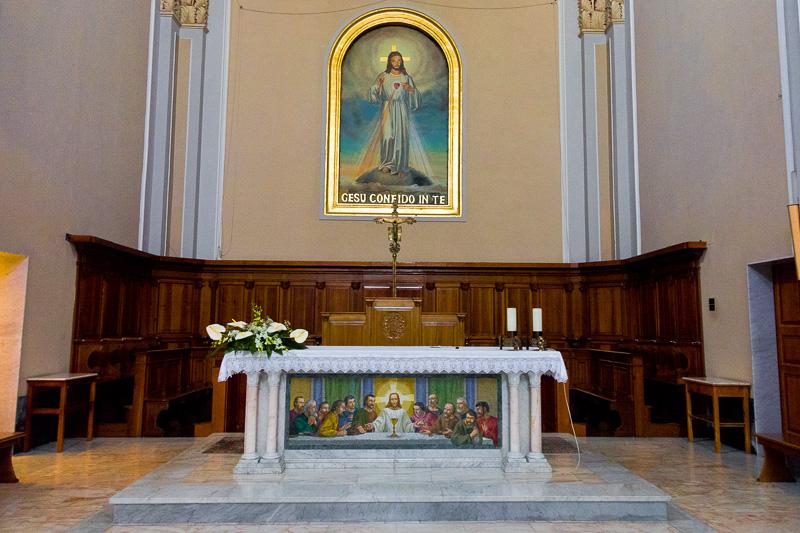 Altare della chiesa del Sacro Cuore