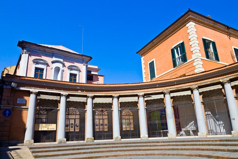 Esedra di piazzetta teatro Mario Zuccarini