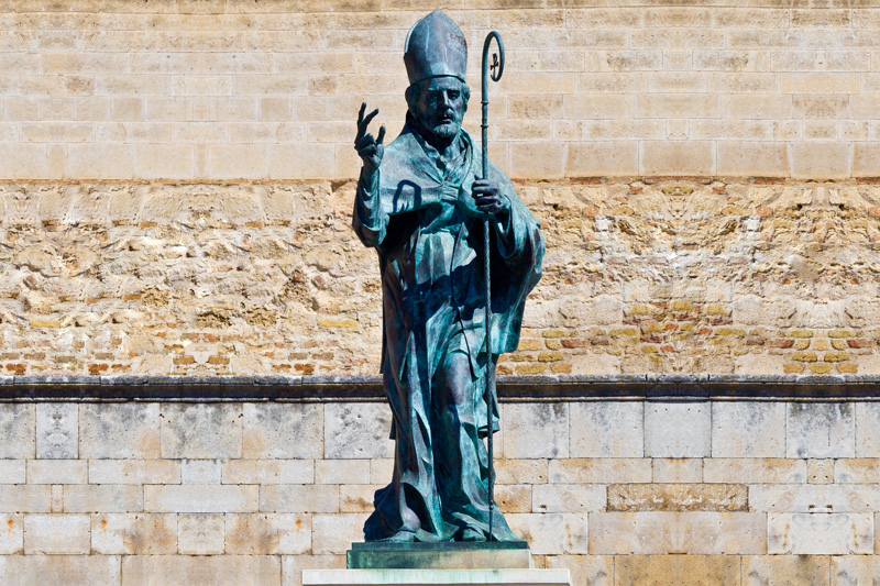 Statua in bronzo di San Giustino