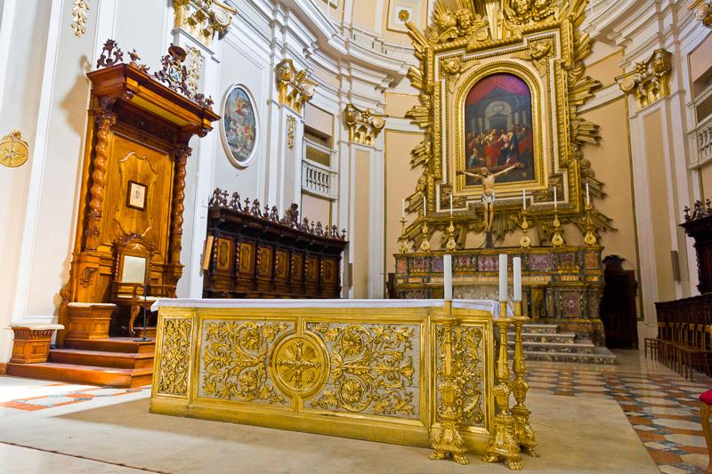 Altare della cattedrale di San Giustino