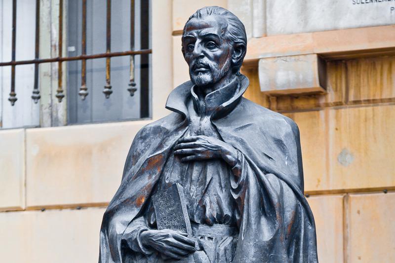 Busto in bronzo dedicato a Padre Alessandro Valignani