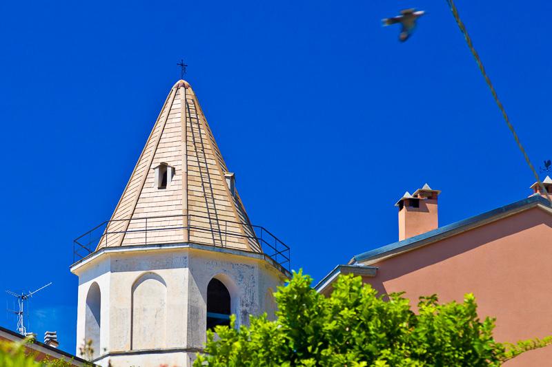Il campaniledella chiesa di San Pietro