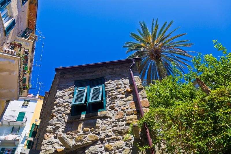 La facciata in pietra di una vecchia abitazione