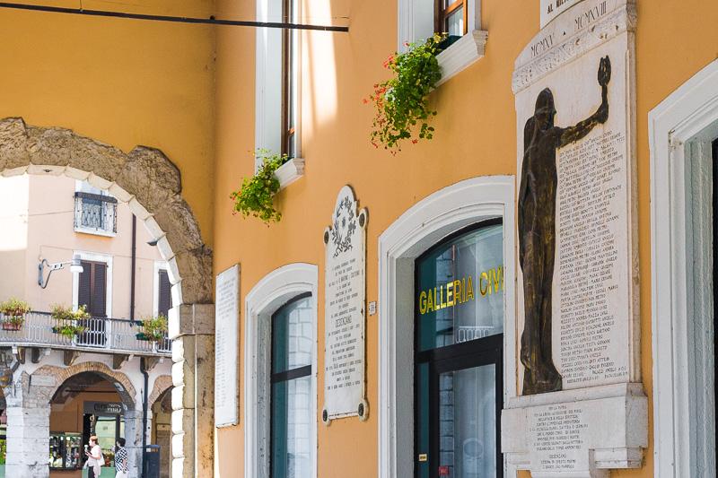 Il portico di palazzo Todeschini